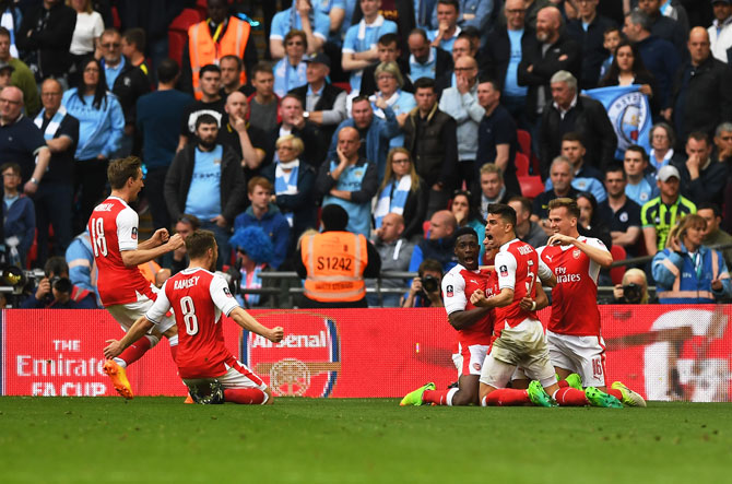 Rediff Sports - Cricket, Indian hockey, Tennis, Football, Chess, Golf - Arsenal edge City to set up FA Cup final with Chelsea