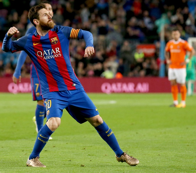 Rediff Sports - Cricket, Indian hockey, Tennis, Football, Chess, Golf - La Liga: Real, Barcelona still neck and neck after big wins
