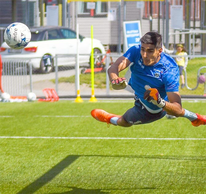 Rediff Sports - Cricket, Indian hockey, Tennis, Football, Chess, Golf - Bengaluru FC sign India's No.1 keeper Gurpreet, create history