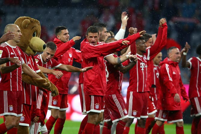 Rediff Sports - Cricket, Indian hockey, Tennis, Football, Chess, Golf - PHOTOS: Champions Bayern off to a smashing start