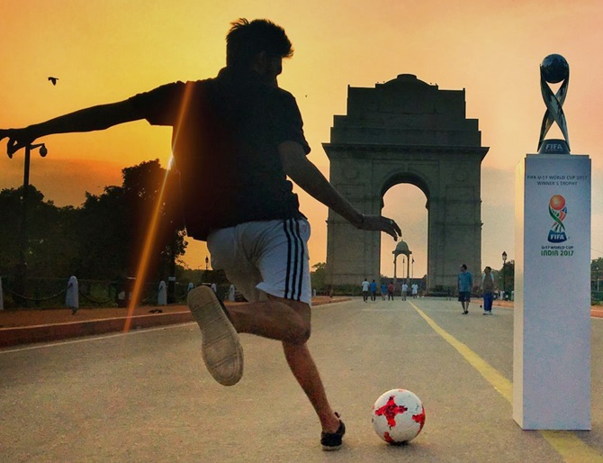 Rediff Sports - Cricket, Indian hockey, Tennis, Football, Chess, Golf - PHOTOS: Football takes over India Gate