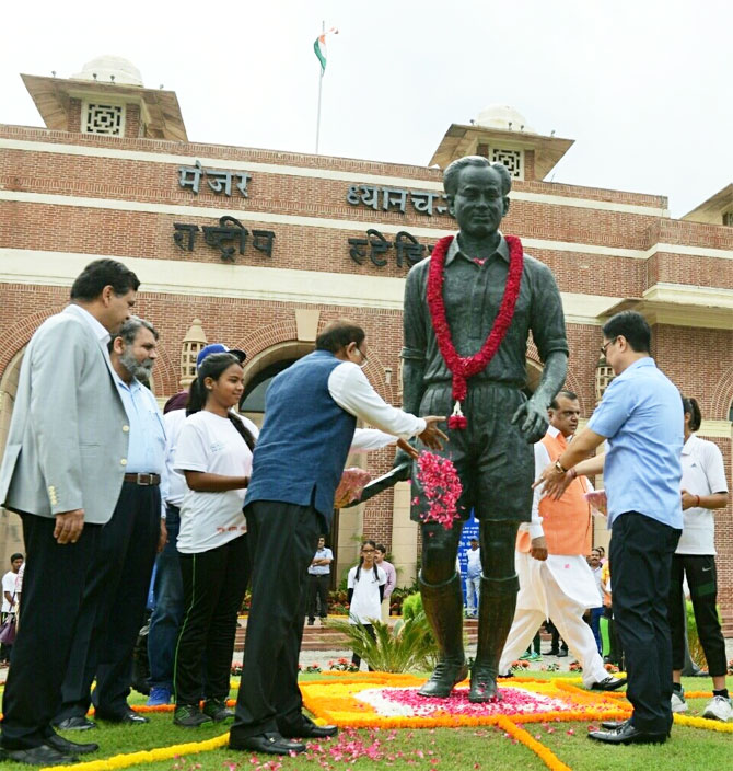 Sports Minister Vijay Goel pays tribute to hockey legend Major Dhyanchand on National Sports Day