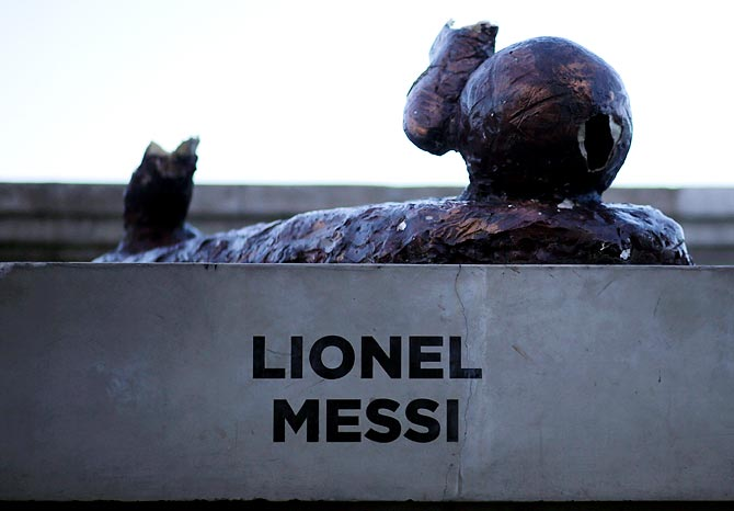 Rediff Sports - Cricket, Indian hockey, Tennis, Football, Chess, Golf - PHOTOS: Messi's statue hacked down again