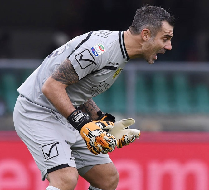 Rediff Sports - Cricket, Indian hockey, Tennis, Football, Chess, Golf - Football Briefs: Stunning Sorrentino stops Roma