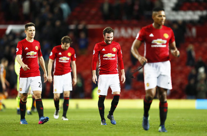 EPL PHOTOS: United frustrated by Hull, City thrash Hammers
