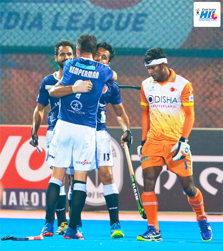 Dabang Mumbai players celebrate a goal against Kalinga Lancers during their Hockey India League match in Bhubaneswar on Sunday