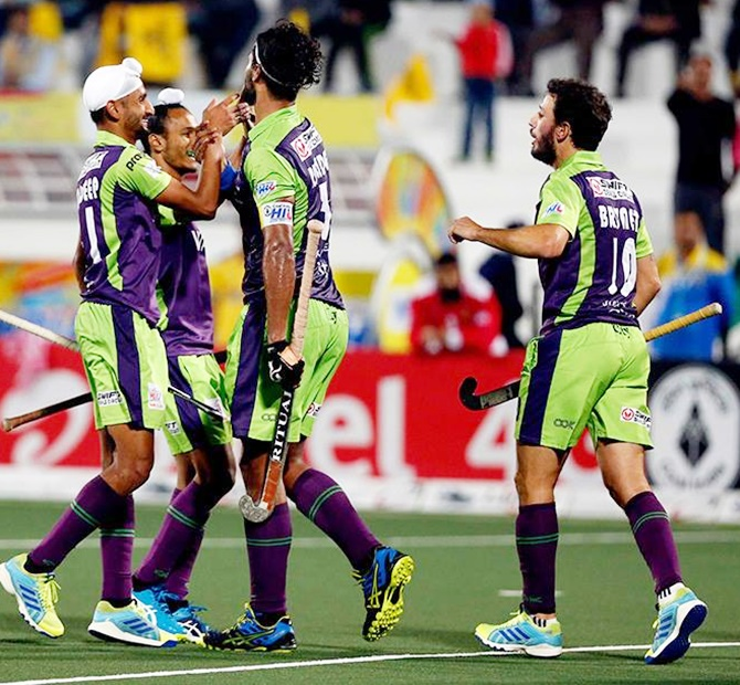 Rediff Sports - Cricket, Indian hockey, Tennis, Football, Chess, Golf - HIL: Waveriders spank Punjab Warriors to jump to 3rd spot