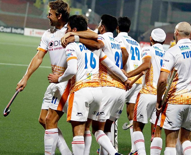 Rediff Sports - Cricket, Indian hockey, Tennis, Football, Chess, Golf - HIL: Kalinga Lancers seal semis berth