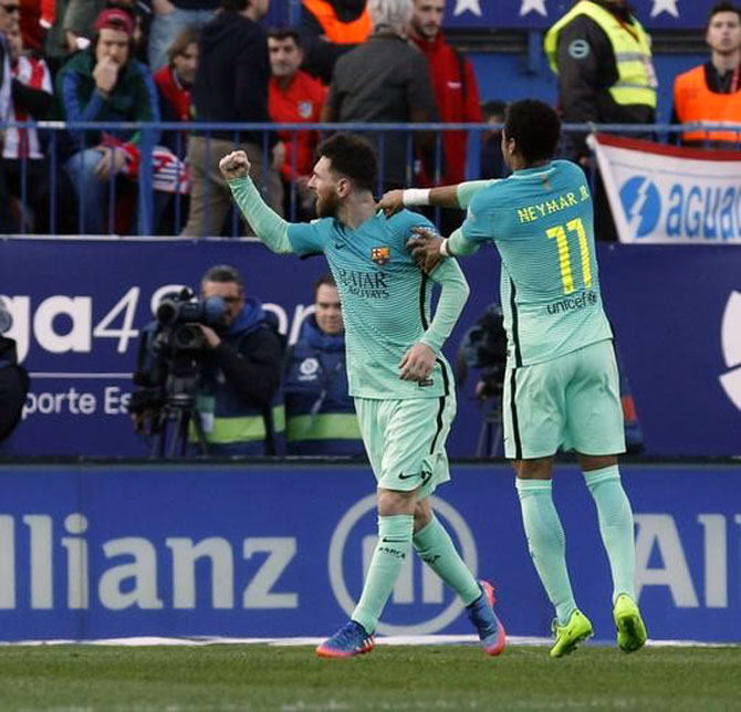 Messi strikes late again to sink Atletico