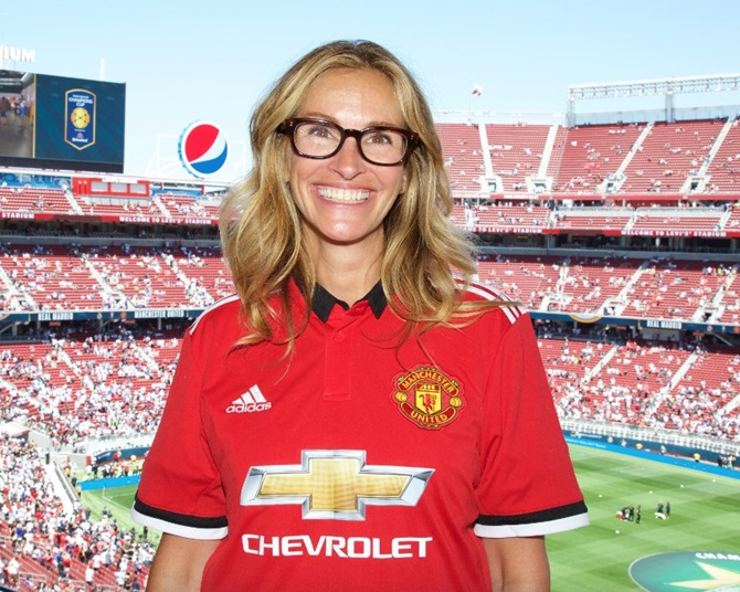 Rediff Sports - Cricket, Indian hockey, Tennis, Football, Chess, Golf - Football Briefs: Julia Roberts is a Red; United down Real