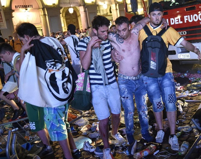 Rediff Sports - Cricket, Indian hockey, Tennis, Football, Chess, Golf - Bomb scare sparks stampede among Juventus fans in Turin