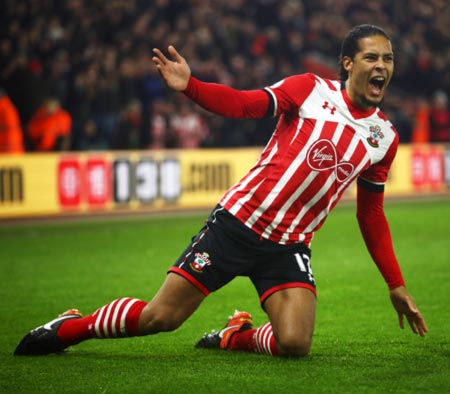 Rediff Sports - Cricket, Indian hockey, Tennis, Football, Chess, Golf - Liverpool end Van Dijk interest, apologise to Southampton