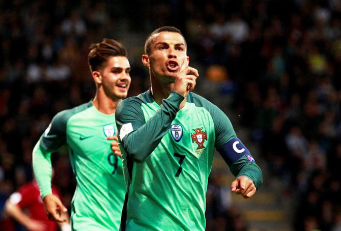 Rediff Sports - Cricket, Indian hockey, Tennis, Football, Chess, Golf - 2018 World Cup qualifiers: Ronaldo fires Portugal, France lose