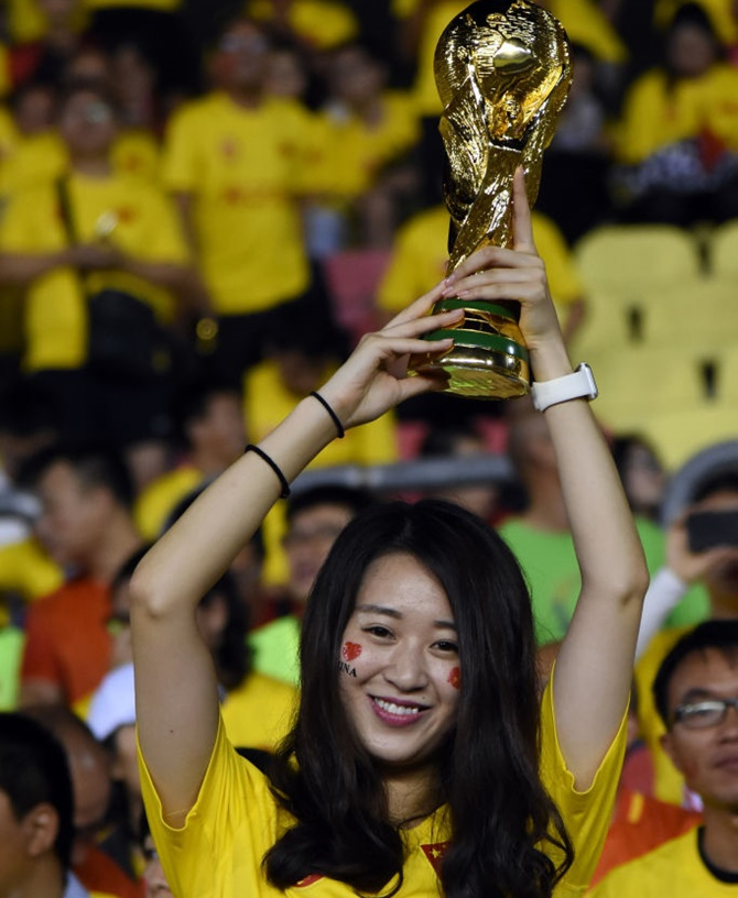 Rediff Sports - Cricket, Indian hockey, Tennis, Football, Chess, Golf - China wants to host soccer World Cup