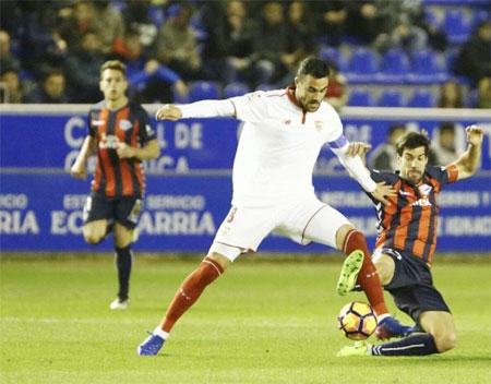 Rediff Sports - Cricket, Indian hockey, Tennis, Football, Chess, Golf - La Liga: Sevilla held at Alaves after mistake by keeper Rico