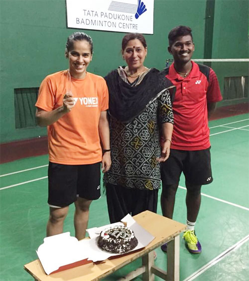 Saina Nehwal celebrates her birthday with her mother in Bangalore