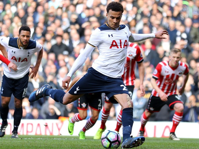 Rediff Sports - Cricket, Indian hockey, Tennis, Football, Chess, Golf - EPL: Spurs keep up Chelsea chase; United punish Boro