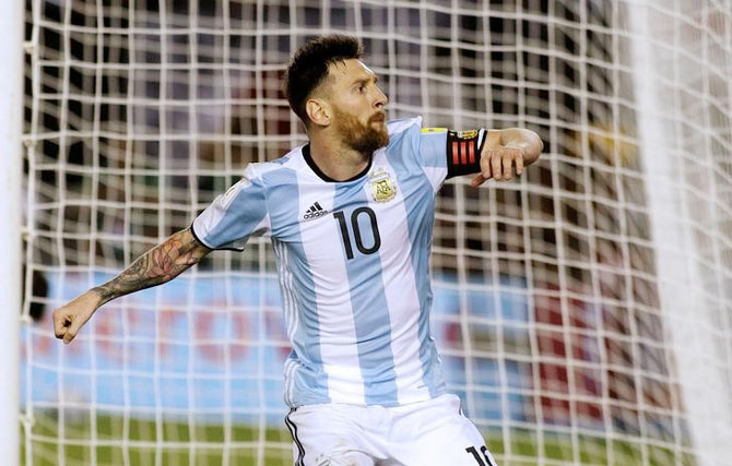 Rediff Sports - Cricket, Indian hockey, Tennis, Football, Chess, Golf - WC qualifiers: Messi helps Argentina edge Chile; Brazil, Japan on track