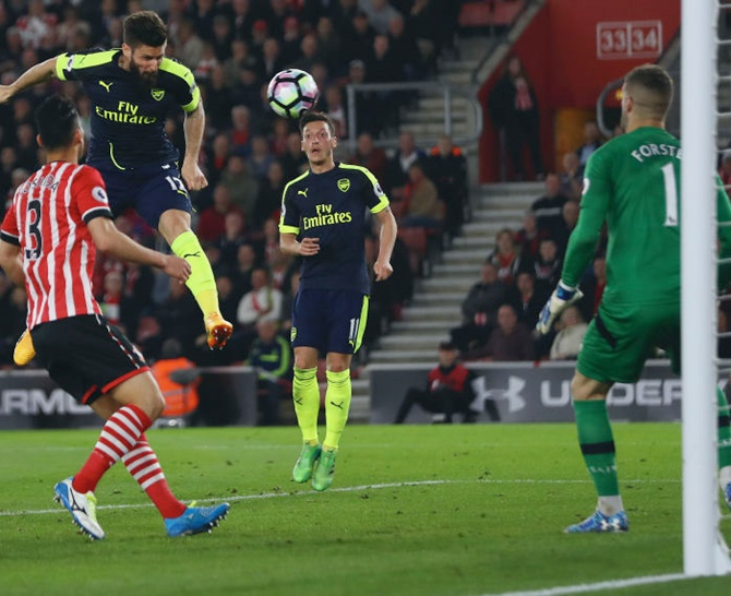 EPL: Sanchez, Giroud send Arsenal up to fifth