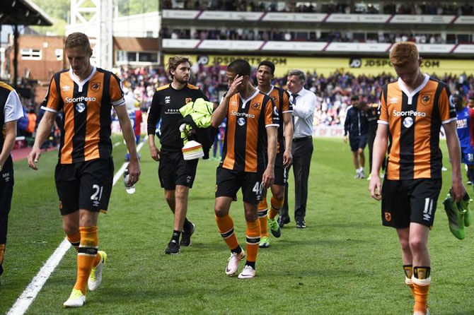 Hull City's Evandro Goebel and teammates look dejected after the match against Crystal Palace at Selhurst Park on Sunday