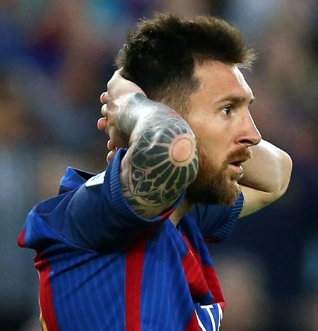 Rediff Sports - Cricket, Indian hockey, Tennis, Football, Chess, Golf - Barcelona 'fully support' Messi after fraud sentence
