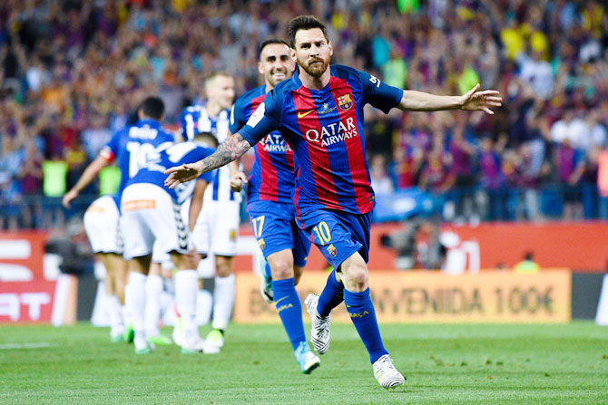 Rediff Sports - Cricket, Indian hockey, Tennis, Football, Chess, Golf - Messi's master-class inspires Barcelona to Copa del Rey title