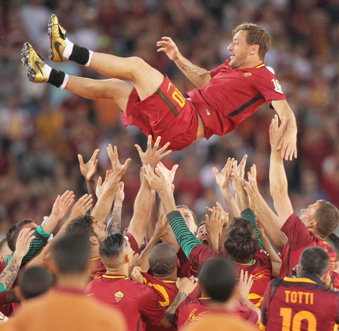 Rediff Sports - Cricket, Indian hockey, Tennis, Football, Chess, Golf - Tears flow as Totti bids farewell to Roma after 25 years