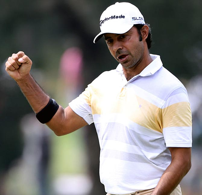 Rediff Sports - Cricket, Indian hockey, Tennis, Football, Chess, Golf - Golf: Randhawa shares lead in Manila, Lahiri in top-10 in Mexico