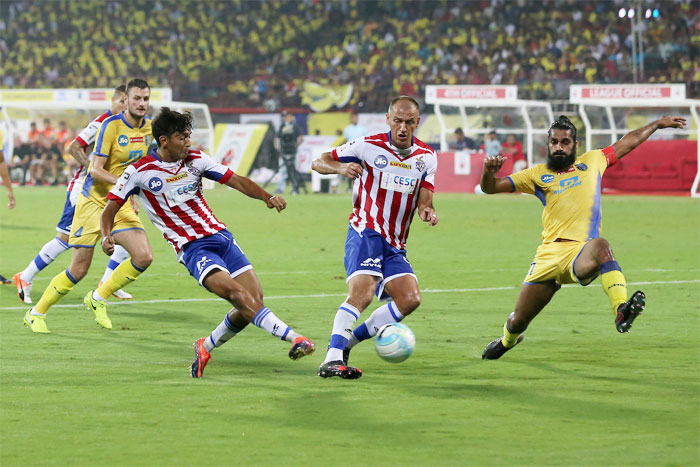 Rediff Sports - Cricket, Indian hockey, Tennis, Football, Chess, Golf - ISL 4: ATK-Kerala Blasters play out goalless draw in opener