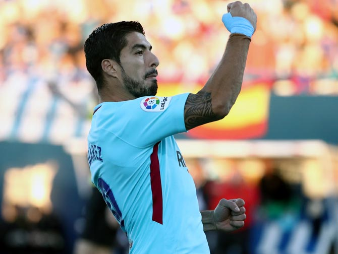 Rediff Sports - Cricket, Indian hockey, Tennis, Football, Chess, Golf - PHOTOS: Suarez inspires Barca, Real and Atletico in derby stalemate