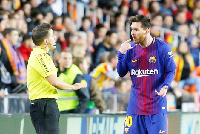 Rediff Sports - Cricket, Indian hockey, Tennis, Football, Chess, Golf - Barca slam referee after Messi denied 'goal' in draw with Valencia