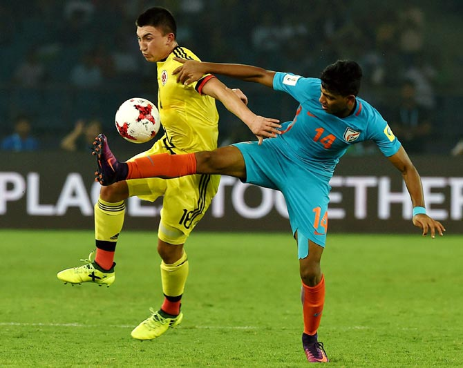 India's Rahim Ali and Colombia's Fabian Angel vie for possession