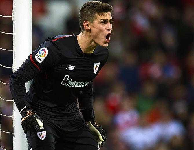 Goalkeeper Kepa set for world record move to Chelsea
