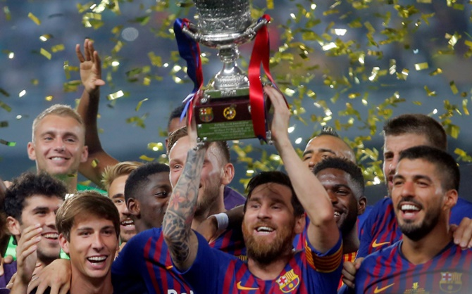 Rediff Sports - Cricket, Indian hockey, Tennis, Football, Chess, Golf - PIX: Barca lift Spanish Super Cup after late penalty save