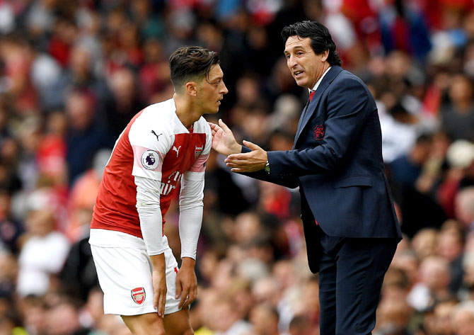 Emery denies rift with Ozil after first Arsenal victory