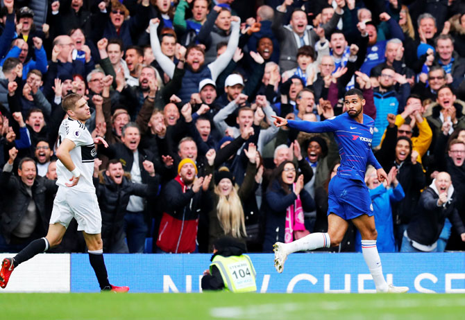 Rediff Sports - Cricket, Indian hockey, Tennis, Football, Chess, Golf - EPL PIX: Chelsea beat Fulham 2-0; Arsenal sink Spurs to go fourth