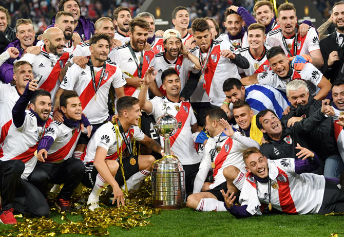 Rediff Sports - Cricket, Indian hockey, Tennis, Football, Chess, Golf - PIX: River Plate crowned champions in Madrid