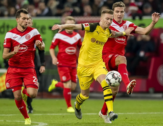 Rediff Sports - Cricket, Indian hockey, Tennis, Football, Chess, Golf - Football Extras: Dortmund stunned; PSG progress in Cup