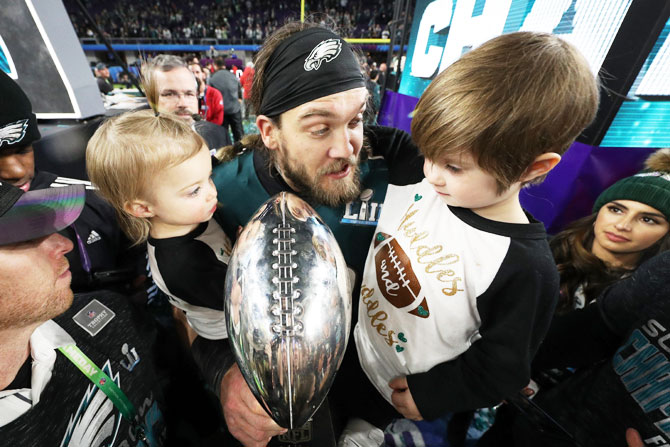 Bryan Braman #50 of the Philadelphia Eagles celebrates with his kids