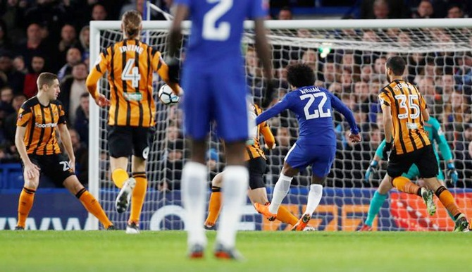 Rediff Sports - Cricket, Indian hockey, Tennis, Football, Chess, Golf - Chelsea stroll past Hull into FA Cup quarter-finals