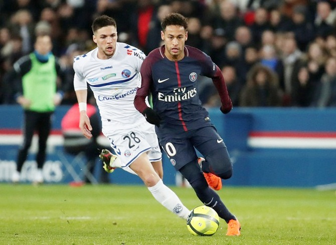 Rediff Sports - Cricket, Indian hockey, Tennis, Football, Chess, Golf - Soccer Briefs: PSG rally past Strasbourg; Bayern snatch late win