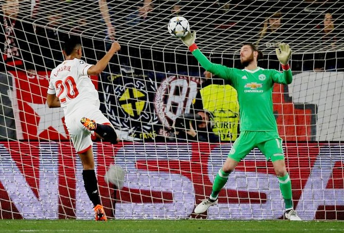 Superb De Gea shuts out Sevilla as United earn draw