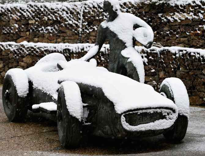 Rediff Sports - Cricket, Indian hockey, Tennis, Football, Chess, Golf - PHOTOS: Snow hits Formula One testing