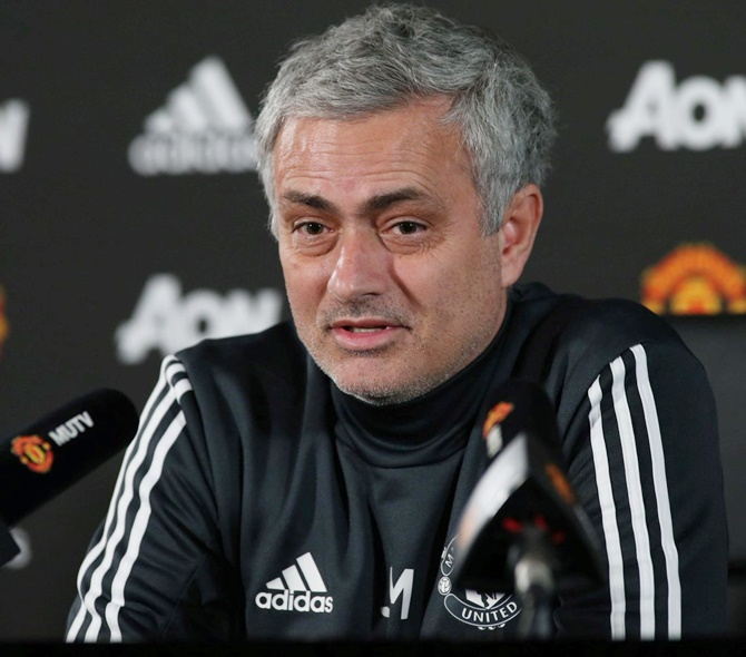 Mourinho asks Manchester United players to be realistic