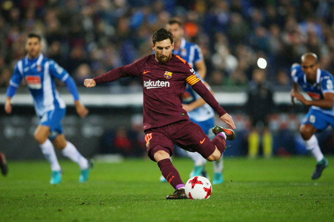 Rediff Sports - Cricket, Indian hockey, Tennis, Football, Chess, Golf - Football Briefs: Barca lose to Espanyol in Cup after Messi penalty miss