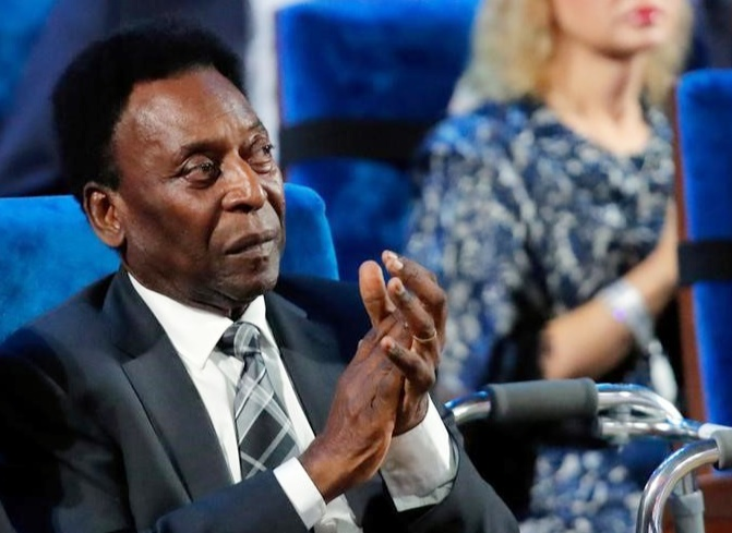 Rediff Sports - Cricket, Indian hockey, Tennis, Football, Chess, Golf - Brazil great Pele collapses with exhaustion