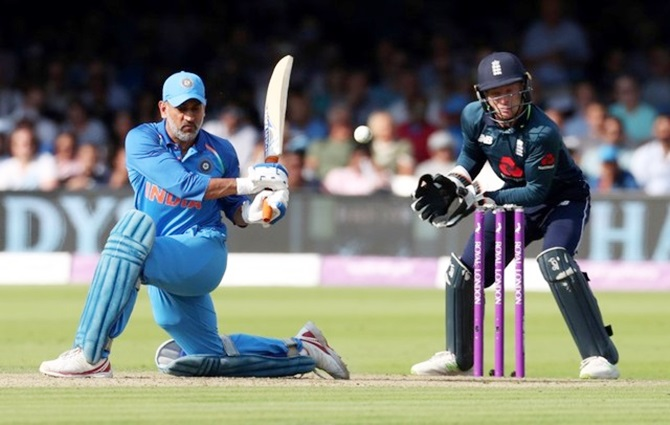 Rediff Sports - Cricket, Indian hockey, Tennis, Football, Chess, Golf - Unfortunate Dhoni's finishing skills being questioned again: Kohli