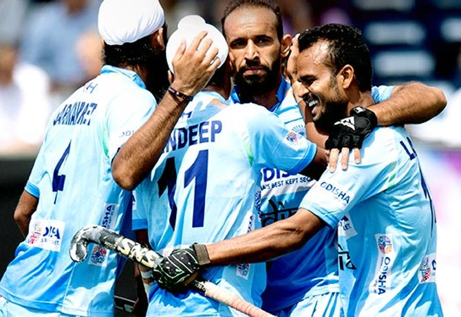Rediff Cricket - Indian cricket - Hockey: Clinical India maul Pakistan in Champions Trophy opener