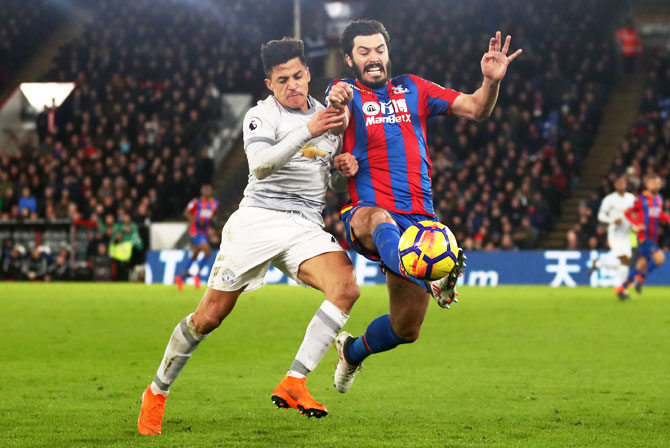 Manchester United's Alexis Sanchez and Crystal Palace's James Tomkins vie for possession