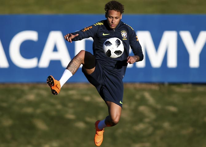 Rediff Sports - Cricket, Indian hockey, Tennis, Football, Chess, Golf - Neymar's slim shoulders carry Brazil's burden of hopes